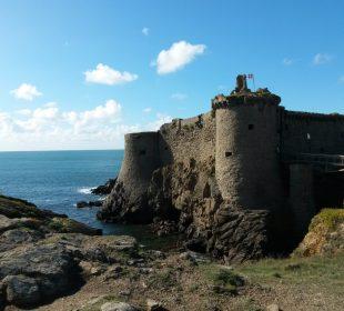 vue de l'île d'yeu située à proximité du camping Notre Dame de Monts, Le Clos du Bourg