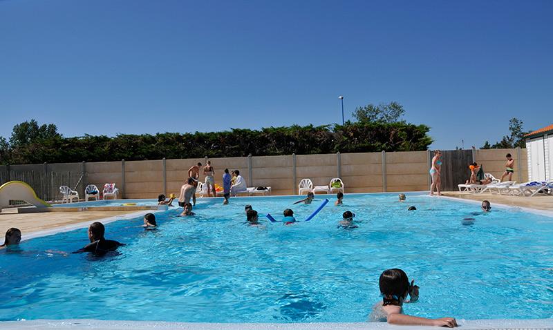 vue du camping à Notre Dame de Monts avec piscine extérieur chauffé au Clos du bourg